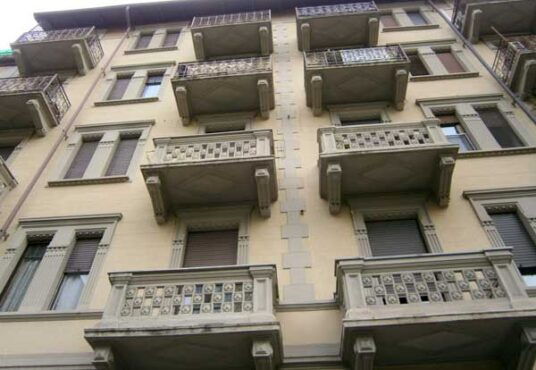 Vendita intera proprieta Torino via Borgone
