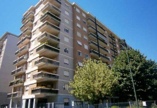Torino Via Orsiera Appartamento piano alto